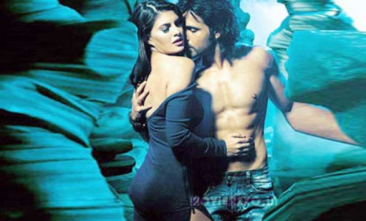 jacqueline sizzles with emraan in murder sequel