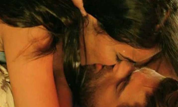 neil nitin kisses her co star sonal 30 times in 3g