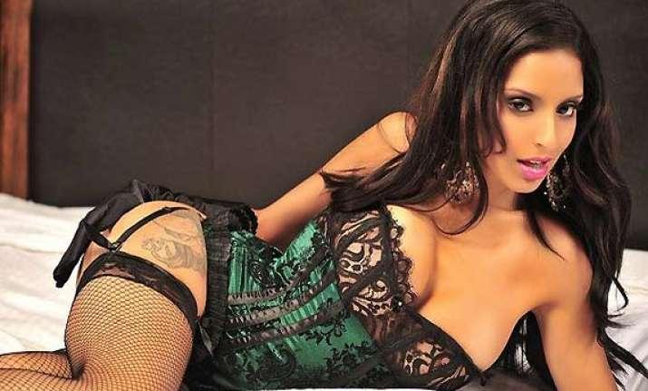 pakistani model tehmeena afzal overtakes sherlyn to adorn