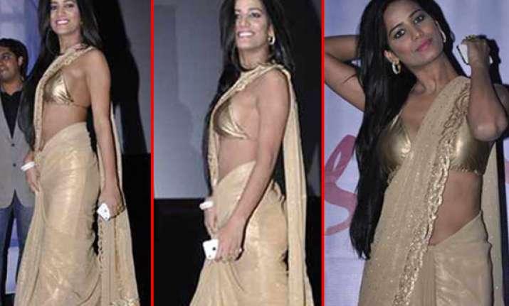 poonam pandey flaunts in sari at nasha poster launch view