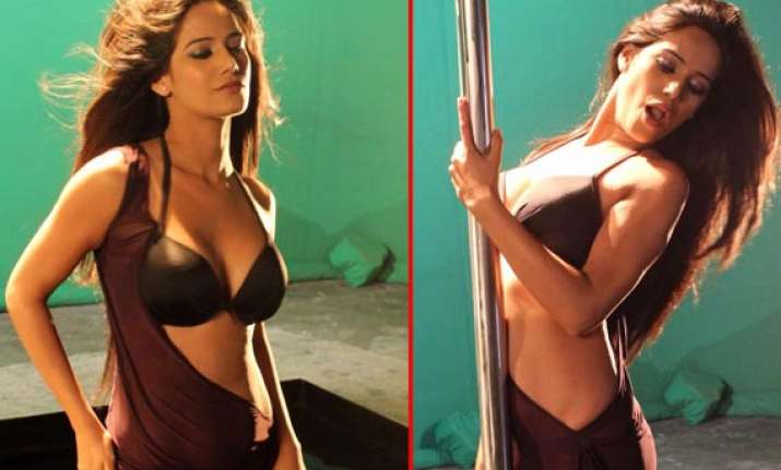 poonam pandey flaunts in the promotional shoot for nasha
