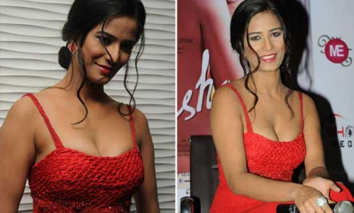 poonam pandey flaunts cleavage while promoting nasha view