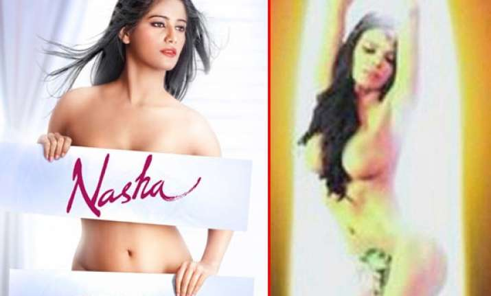 poonam pandey gives sherlyn chopra a run for money with