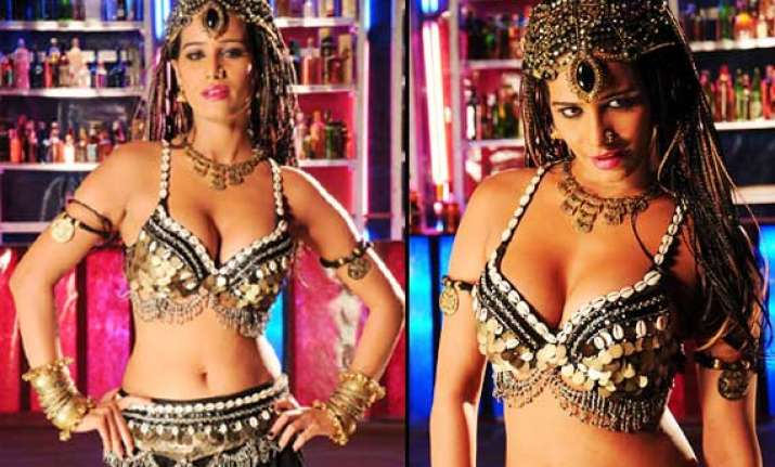 poonam pandey spotted shooting hot item number for kannada