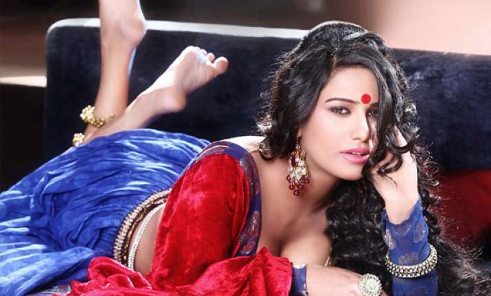 poonam pandey s fans tweet jokes on her actress enjoying