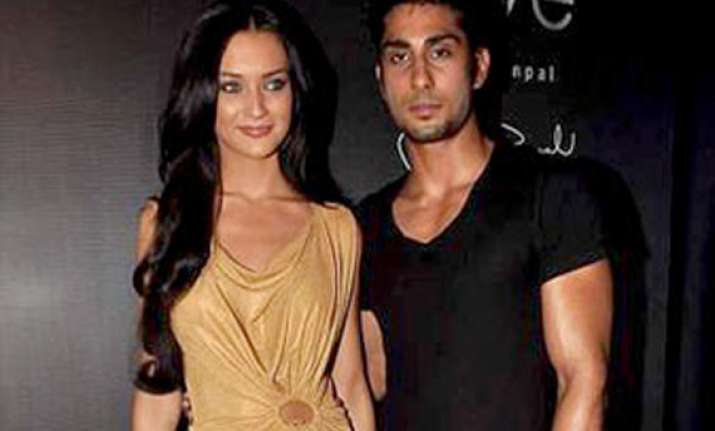 prateik to spend valentine s day with amy jackson