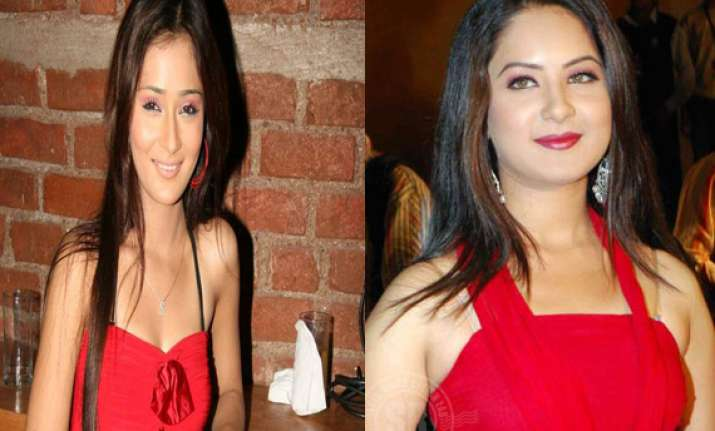 sara khan s lesbian kiss for pooja bose