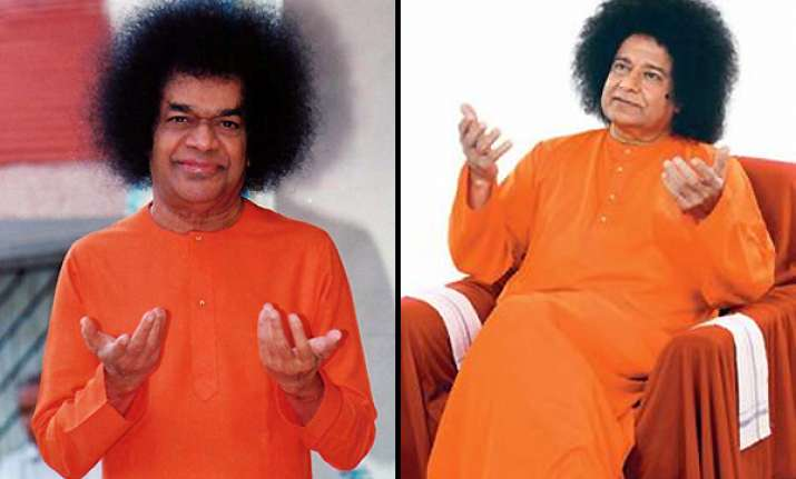 spot the difference anup jalota as sathya sai baba