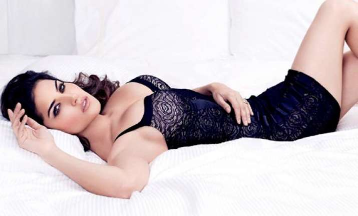 sunny leone in hate story 2 item number pink lips view pics