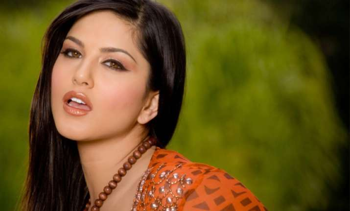 sunny leone may turn down jism 2 over money issue