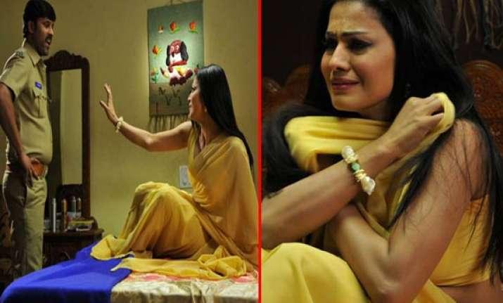veena malik does a steamy scene in silk sakkath maga view