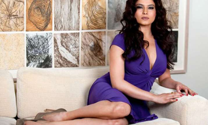 veena malik says i can t please everybody