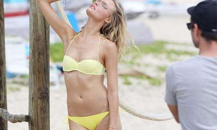 victoria s secret beauty magdalena frackowiak poses for a