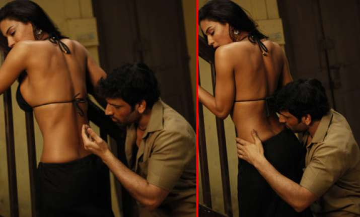 watch new hot stills of veena malik s intimate scene in
