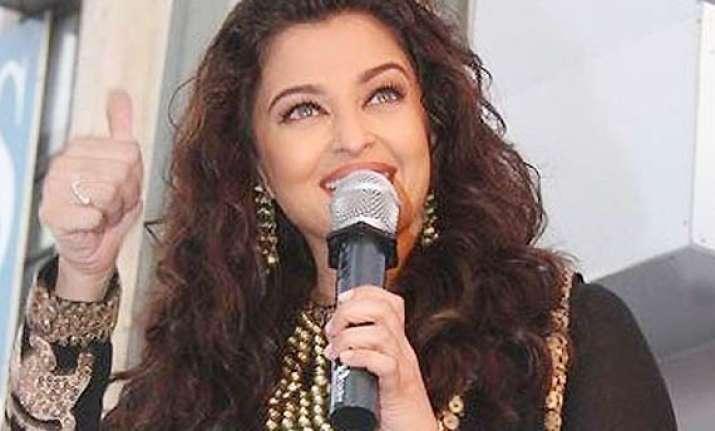 aishwarya rai bachchan is back in her sizzling avatar stuns