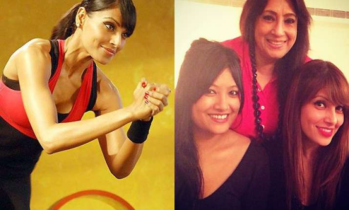bipasha basu coaxes her mother and sister to visit the gym