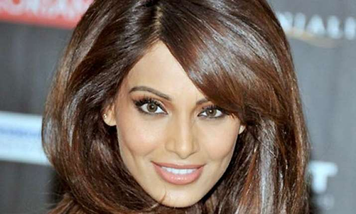 bipasha is in love with new hairdo