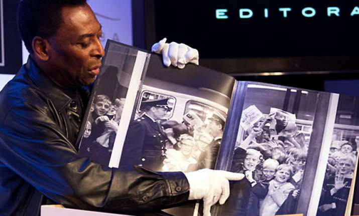book about pele weighs 15 kg costs 1 700 see pics