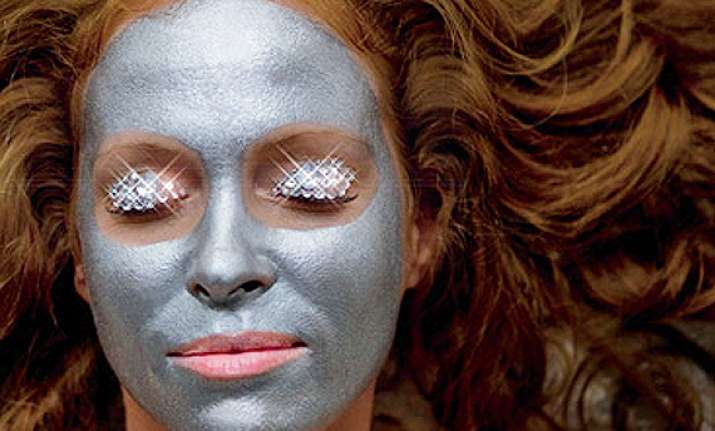 wanna glowing and radiant skin go for a diamond facial see