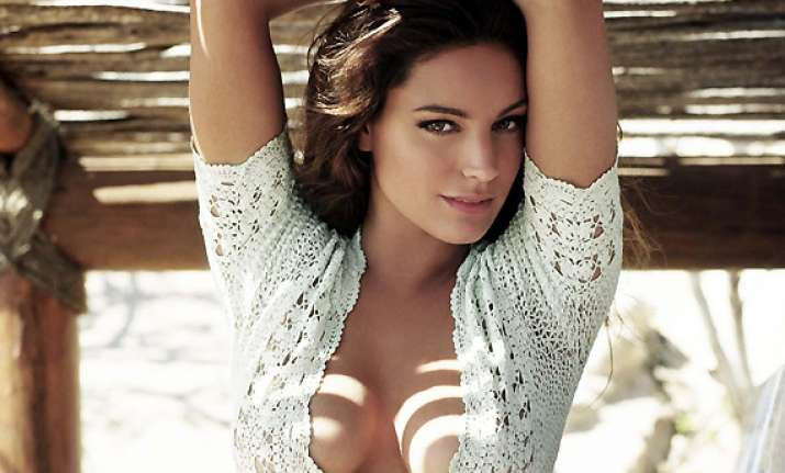 I Have Fashion Regrets Every Day Kelly Brook See Hot Pics