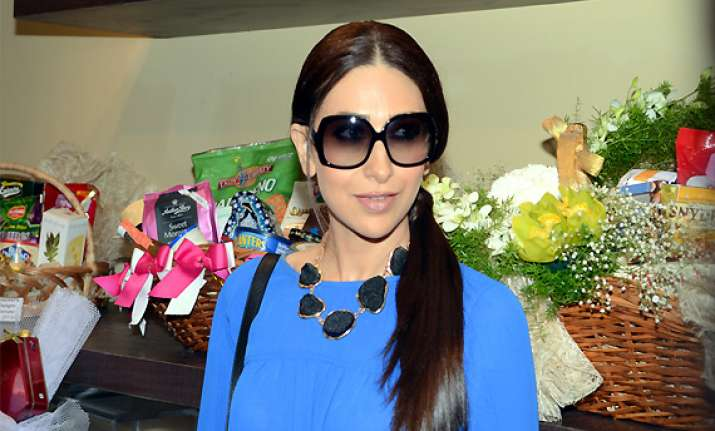 i try to make eating fun for kids karisma kapoor see pics