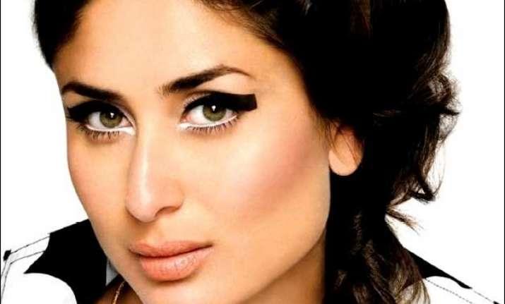 graphic eye liner makeup in 5 eays steps