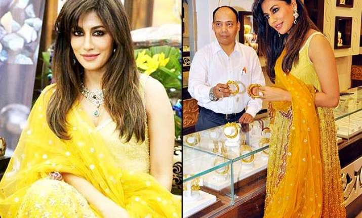 gorgeous chitrangada singh expresses her love for jewellery