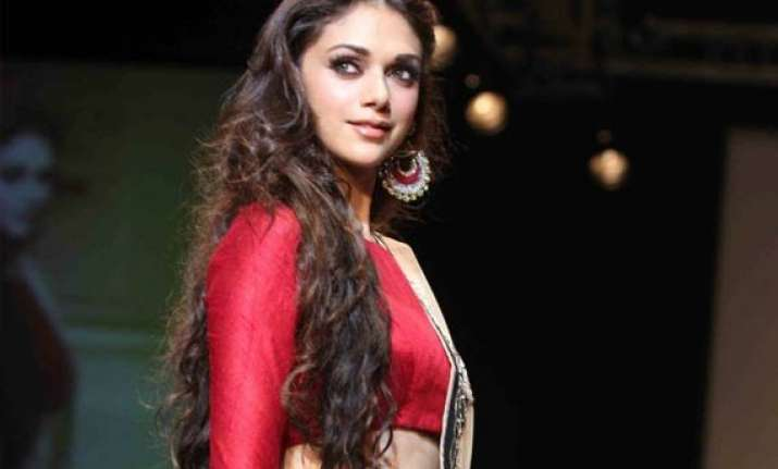 wifw 2015 aditi rao to be the showstopper for payal singhal