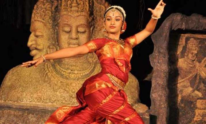 neeta bhargava ropes in kuchipudi dancers as showstoppers
