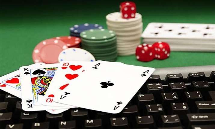 online poker players are more extrovert