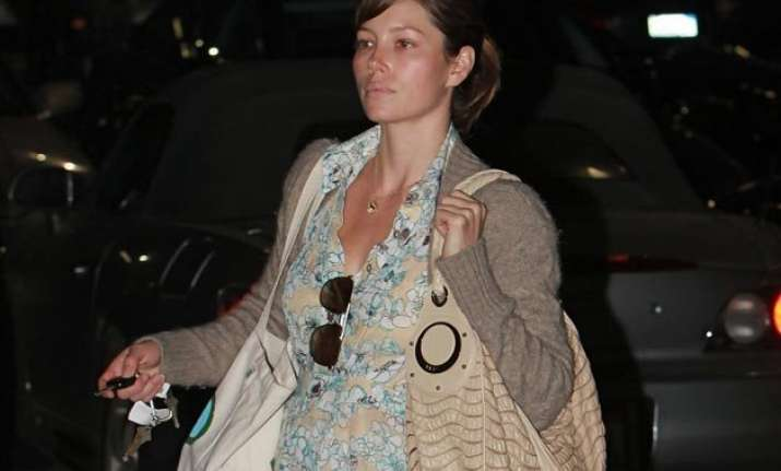 pregnant jessica biel stays healthy with organic food