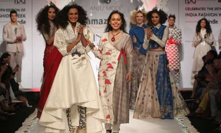 india fashion week 2015 anju modi brings fantasy world on