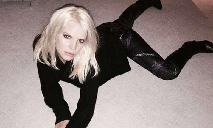 jessica simpson poses seductively on her carpet