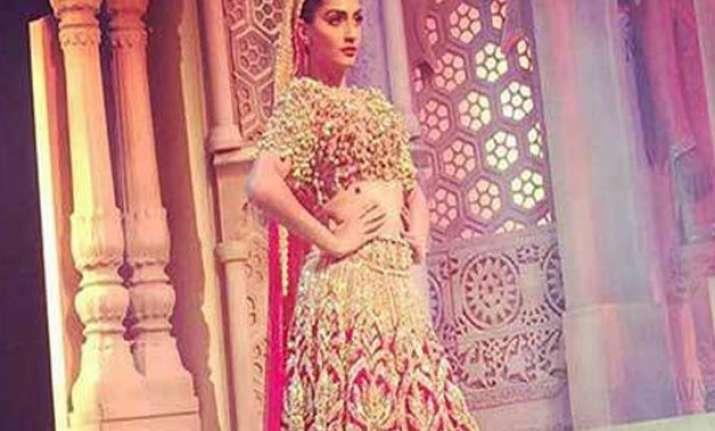 sonam s bridal avatar for abu jani sandeep khosla s ibfw