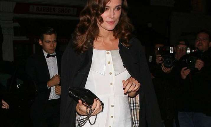 keira knightley prefers loose clothes because of pregnancy