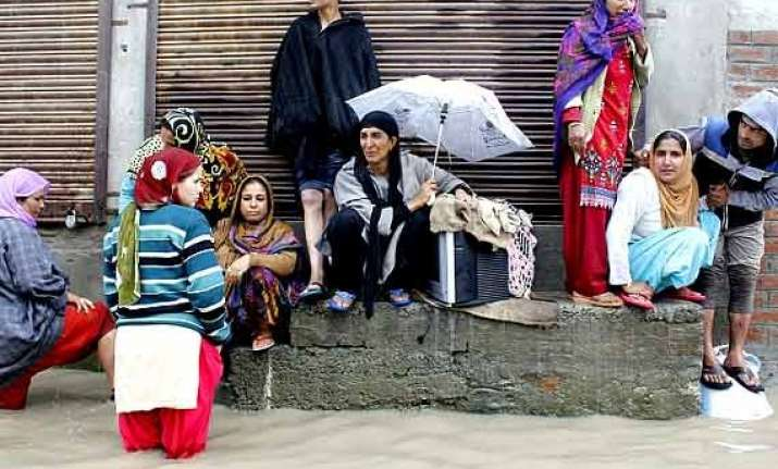 art exhibition generates rs.60 000 for kashmir flood victims