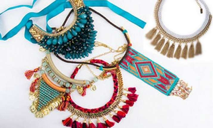 light neck jewellery for summers