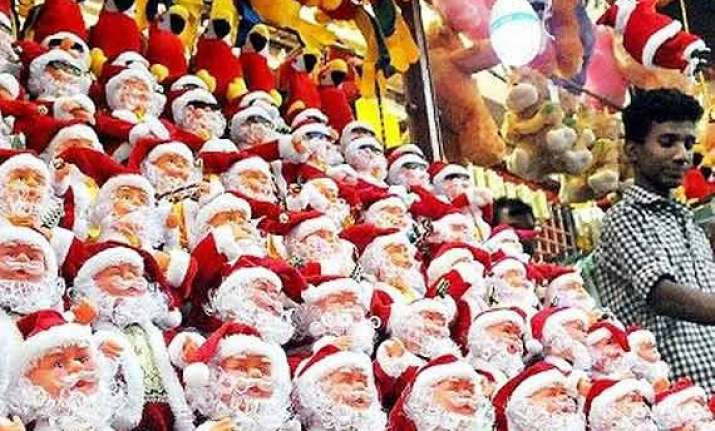 india sets new guinness world record of collecting santa