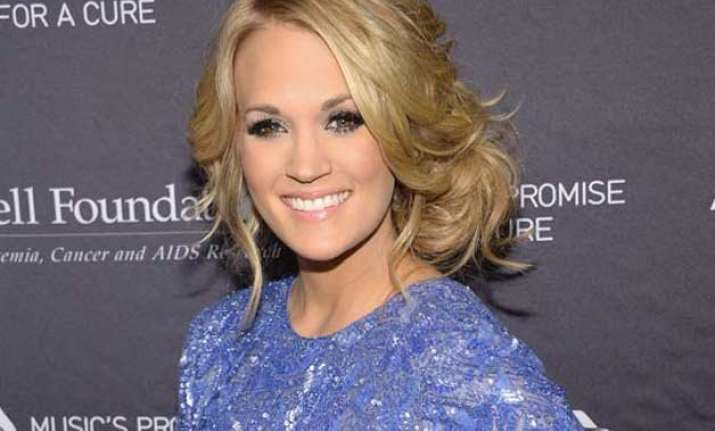 carrie underwood never steps out without make up