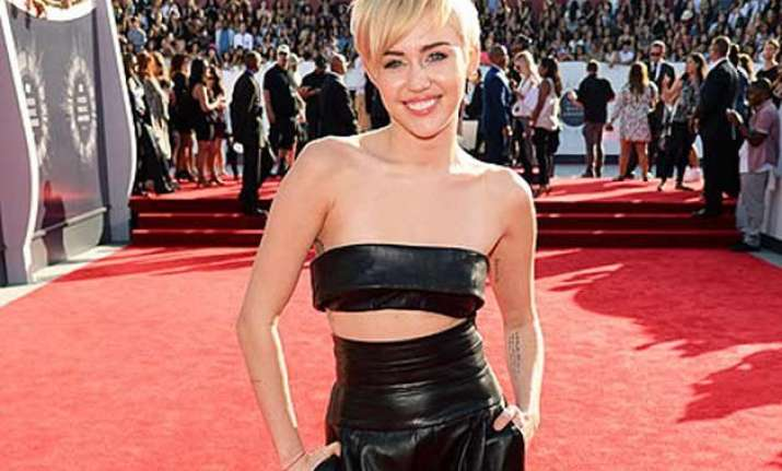 miley cyrus shares her worst make up nightmare