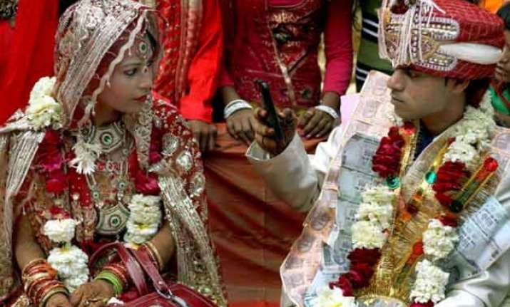 young indians prefer staying separately with spouse survey