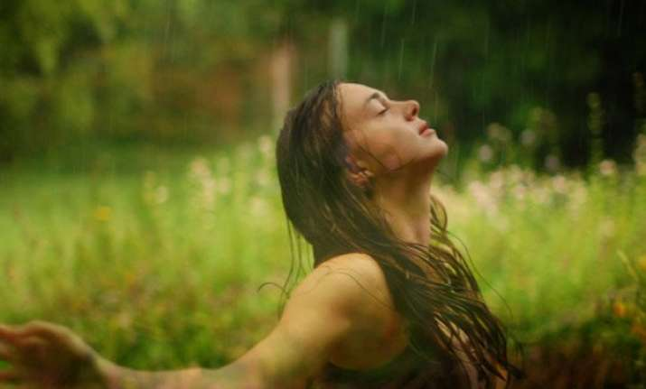 dos and dont s to take care of skin in monsoon