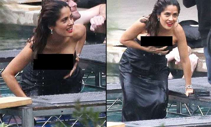 Salma hayek narrowly escapes wardrobe malfunction - Swimming pool wardrobe malfunction ...