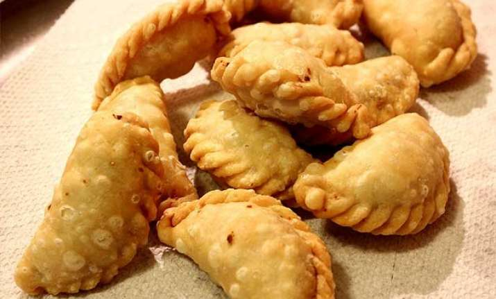 Gujiya recipe in 10 easy steps indiatv news lifestyle news 10 easy steps of gujiya making forumfinder Choice Image