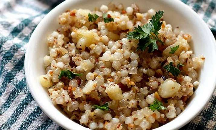 navratri special food item sabudana khichadi in 6 easy steps