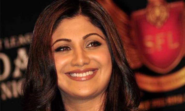 shilpa shetty to pen book on nutrition and health