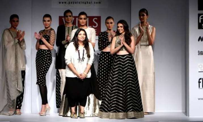 aditi rao ups glam quotient at payal singhal s wifw 2015