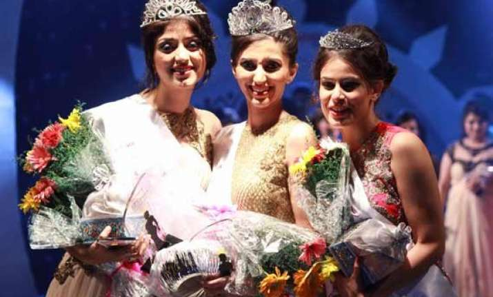 aman grewal wins mrs.india worldwide 2014 see pics