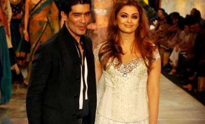 aishwarya rai bachchan to walk for manish malhotra at icw