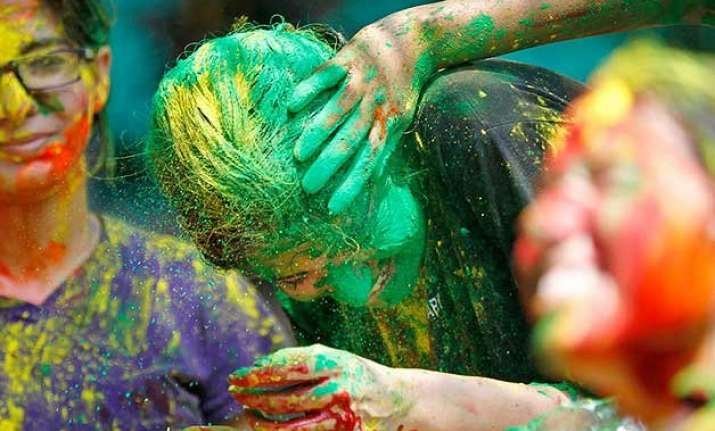hair and holi four easy tips to protect those beautiful